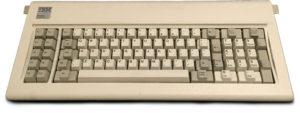 オリジナルのIBM PCの83キーボード(Wikipediaより)